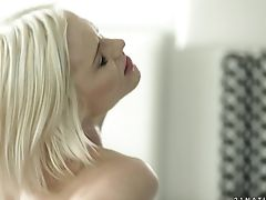 Blonde Can't Stop Sucking In Insane Oral Activity With Hot Bang Pal