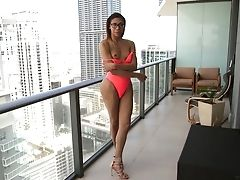 Svelte Nerdy Shemale Natalia La Potra Gets Rid Of Pink Swimsuit To Wank Her Dick